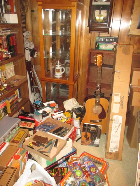 John Cole Estate Auction-Tools. Knives, Toys, Trains, Guns and More Elizabethton - IMG_2579.JPG