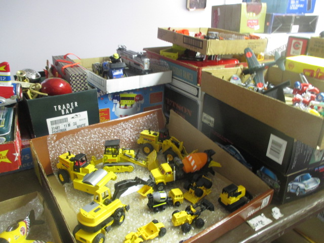 John Cole Estate Auction-Tools. Knives, Toys, Trains, Guns and More Elizabethton - IMG_2933.JPG