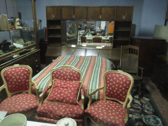 Labor Day Monday Auction 10:30 am September 1st - IMG_2805.JPG