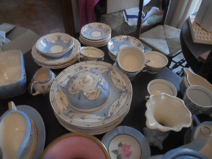 Gladys Cornelius Estate Auction Over 300 pieces of Cumbo China - DSCN2588.JPG