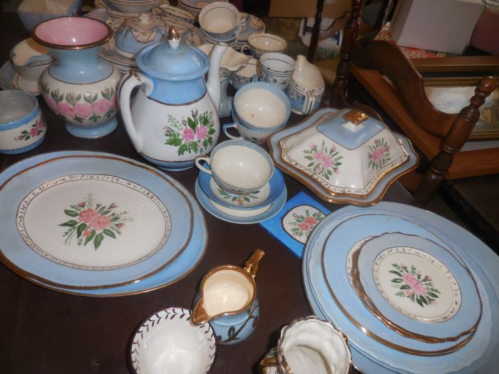 Gladys Cornelius Estate Auction Over 300 pieces of Cumbo China - DSCN2589.JPG