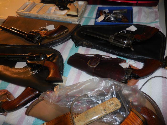 Roy Carter Estate Auction- Fine pistols, Long Guns, Custom Knives, Ammo and more - DSCN2458.JPG