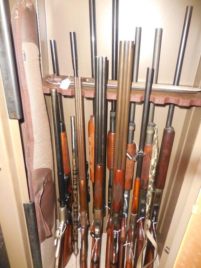 Roy Carter Estate Auction- Fine pistols, Long Guns, Custom Knives, Ammo and more - DSCN2459.JPG