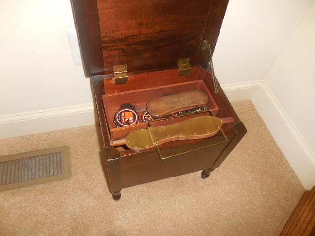 Colonel Frank and Dr. Ginger Rutherford Estate- Antiques, Clocks, Upscale Furnishing - DSCN5007.JPG