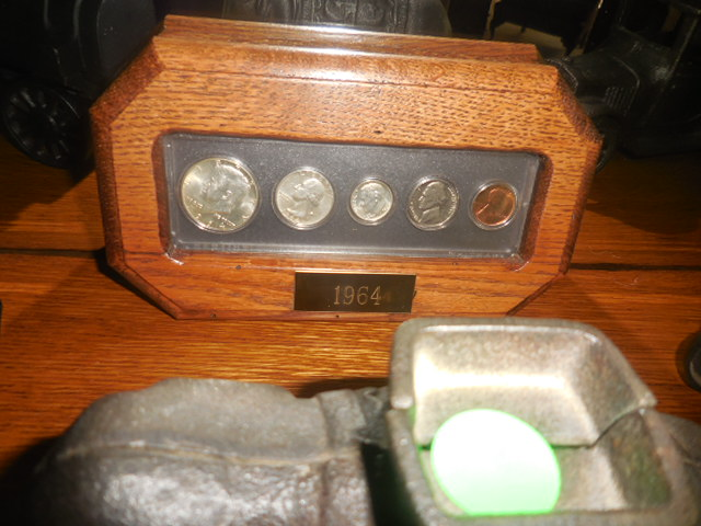 Colonel Frank and Dr. Ginger Rutherford Estate- Antiques, Clocks, Upscale Furnishing - DSCN5020.JPG