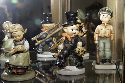 Colonel Frank and Dr. Ginger Rutherford Estate- Antiques, Clocks, Upscale Furnishing - JP_3008_LO.jpg
