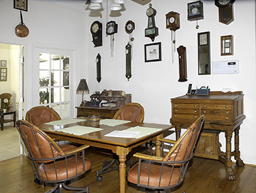 Colonel Frank and Dr. Ginger Rutherford Estate- Antiques, Clocks, Upscale Furnishing - JP_3025_LO.jpg