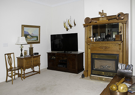 Colonel Frank and Dr. Ginger Rutherford Estate- Antiques, Clocks, Upscale Furnishing - JP_3073_LO.jpg