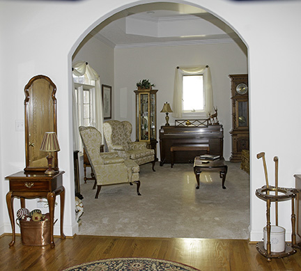 Colonel Frank and Dr. Ginger Rutherford Estate- Antiques, Clocks, Upscale Furnishing - JP_3085_LO.jpg