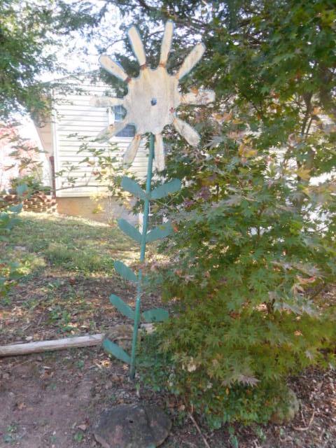 Yard Art, Stones, Carving,Vessels, Whirligigs, Folk Art from the Estate Of Mark King - DSCN1306.JPG