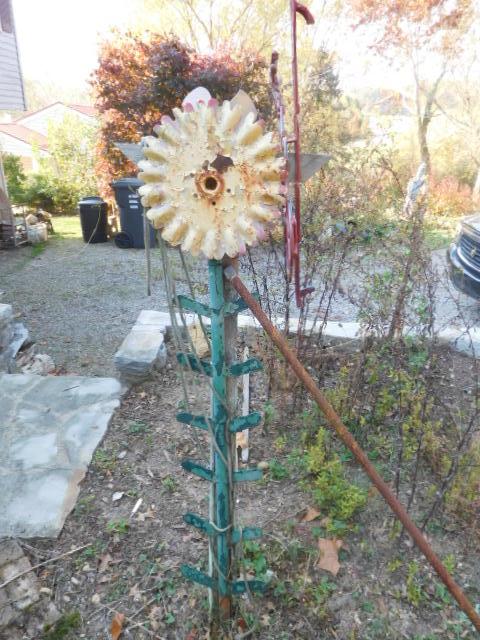 Yard Art, Stones, Carving,Vessels, Whirligigs, Folk Art from the Estate Of Mark King - DSCN1314.JPG