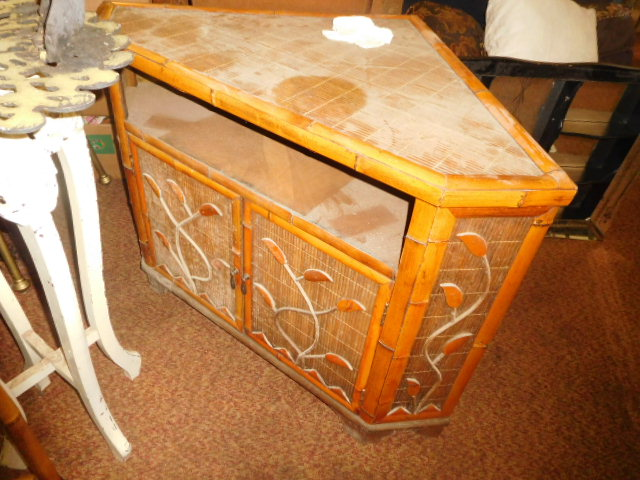 Estate Auction with some cool items - DSCN1923.JPG