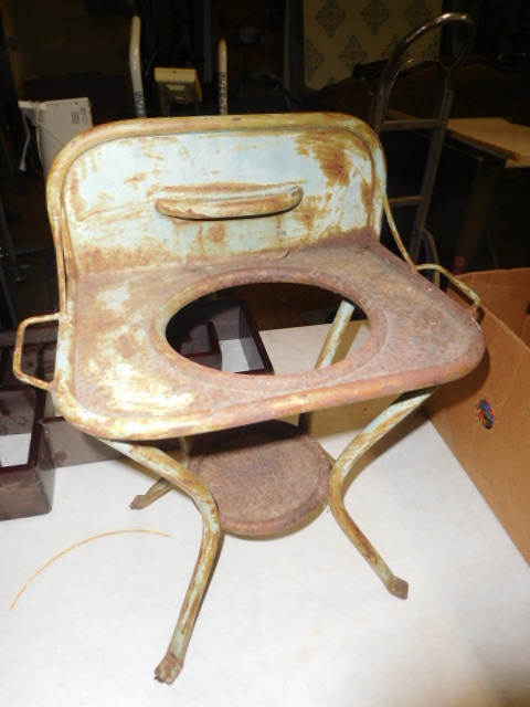 Estate Auction with some cool items - DSCN1940.JPG