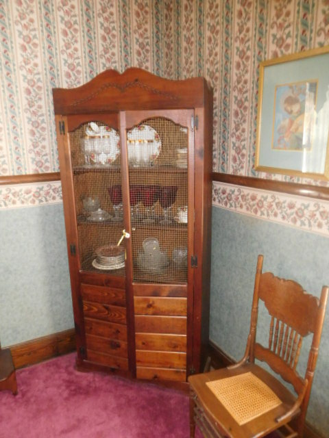 Living Estate Auction Jonesborough Tn. Real Estate and Antiques - DSCN1420.JPG