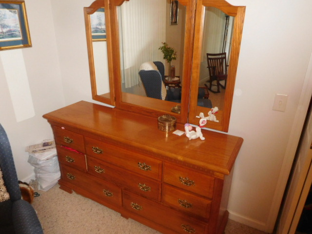 Lillian Yount Living Estate Auction- Antiques -Household and Real Estate - DSCN1766.JPG