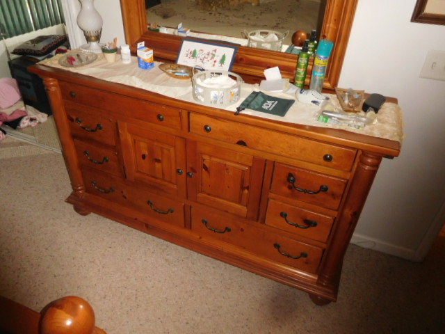 Lillian Yount Living Estate Auction- Antiques -Household and Real Estate - DSCN1770.JPG