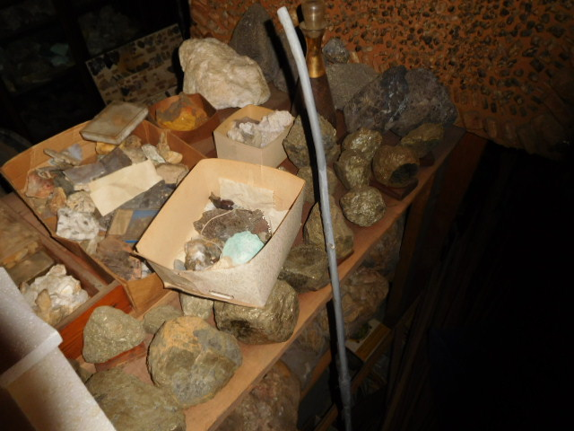 Reuben and Ruth Russell Estates Auction- Antiques-Real Estate- Rock Collection - DSCN3802.JPG