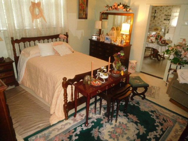 CHRISTINE OWEN   Estate Auction  Johnson City - DSCN4780.JPG