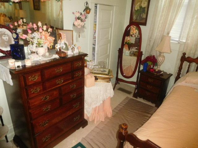 CHRISTINE OWEN   Estate Auction  Johnson City - DSCN4781.JPG