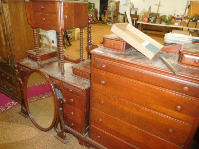 Sunday Afternoon Estates Auction Noon - DSCN6128.JPG