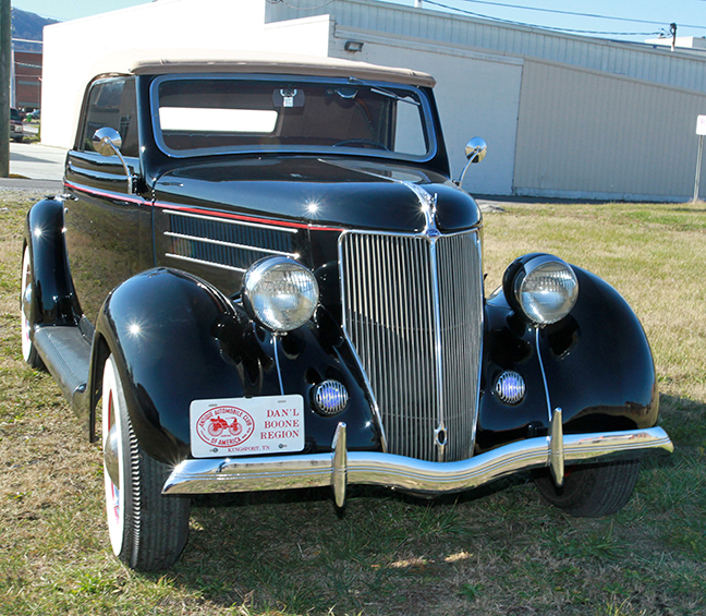David Berry Estate Auction New Years Day-1935 LaSalle, 1936 Ford, Mascots, Antique Pharmacy items and more - 6099.jpg