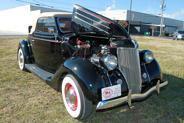 David Berry Estate Auction New Years Day-1935 LaSalle, 1936 Ford, Mascots, Antique Pharmacy items and more - 6135.jpg