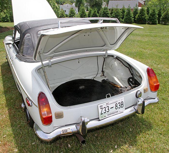 Chester Blankenship Sports Car Collection-Austin Healey MK III, Triumph TR-6, MGB, Lexus SC 430 Auction - 5066.jpg